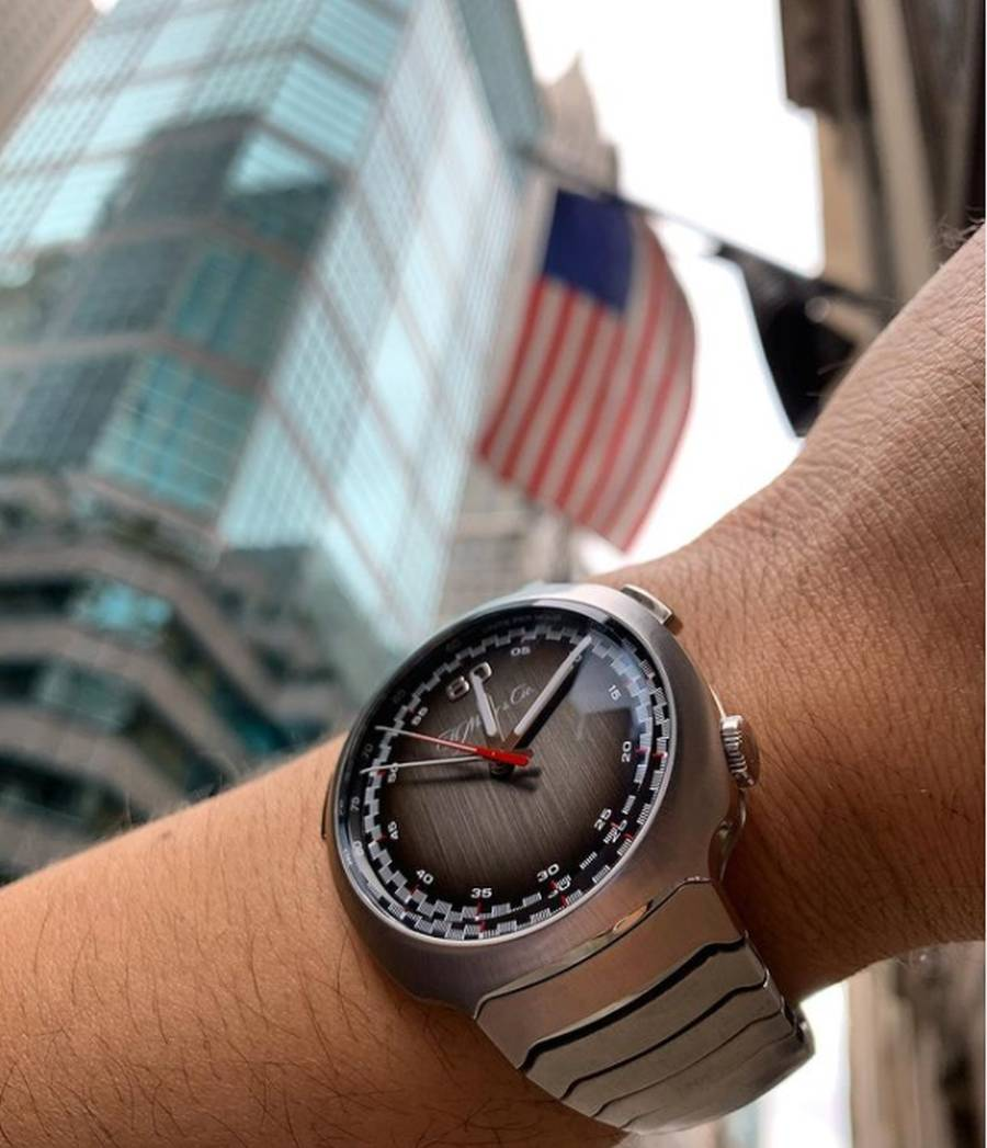 A close - up of a watch  Description automatically generated with medium confidence