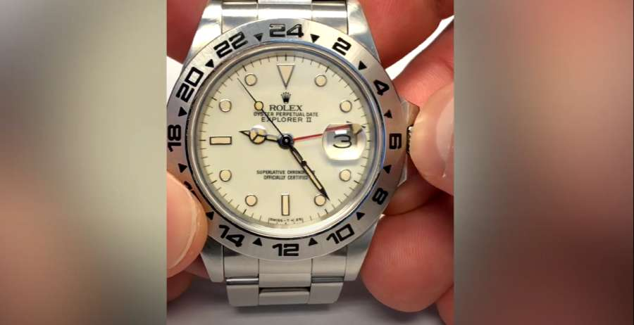 A hand holding a watch  Description automatically generated with medium confidence