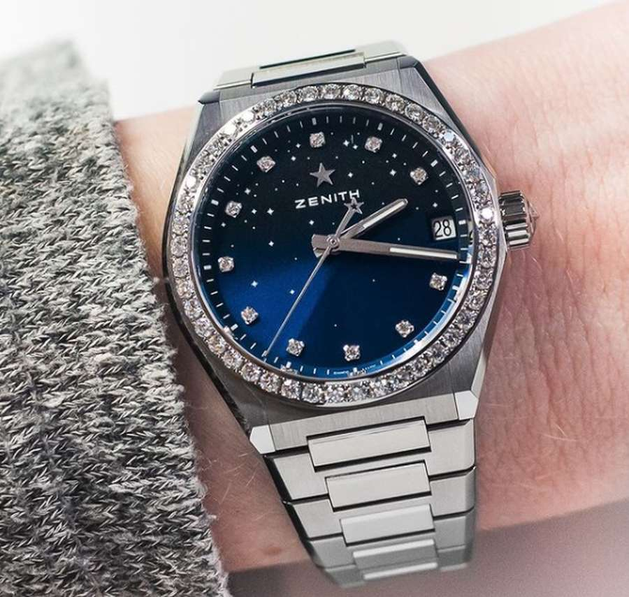 A person wearing a watch Description automatically generated with medium confidence