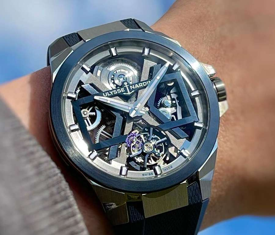 A picture containing watch Description automatically generated