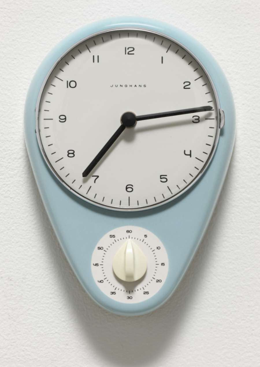 A close-up of a dial Description automatically generated with low confidence