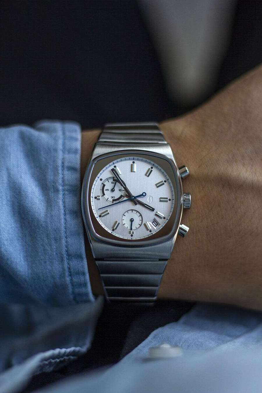 A watch on a wrist Description automatically generated with medium confidence